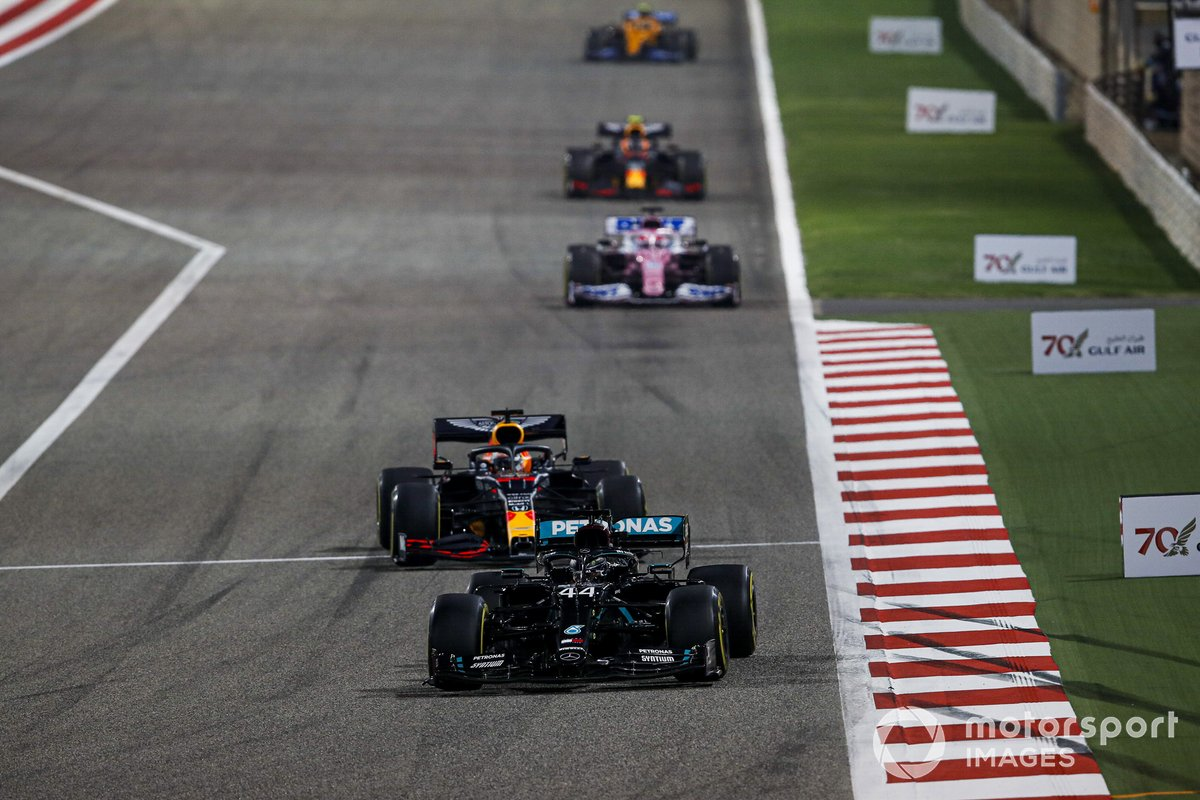 Lewis Hamilton, Mercedes F1 W11, Max Verstappen, Red Bull Racing RB16, Sergio Perez, Racing Point RP20, e Alex Albon, Red Bull Racing RB16