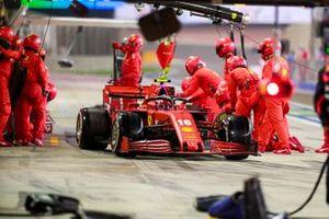Charles Leclerc, Ferrari SF1000, sort de son stand
