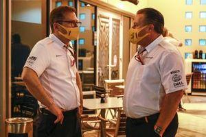 Andreas Seidl, director del equipo, McLaren, con Zak Brown, CEO, McLaren Racing