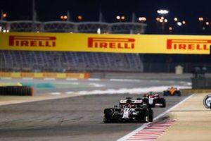 Kimi Raikkonen, Alfa Romeo Racing C39, Pietro Fittipaldi, Haas F1 Haas VF-20