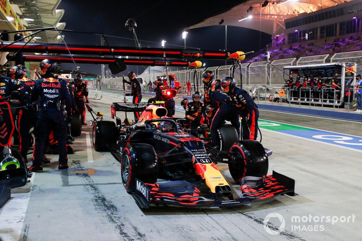 Alex Albon, Red Bull Racing RB16, lascia i box