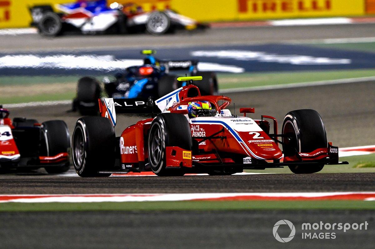 Oscar Piastri, Prema Racing, precede Bent Viscaal, Trident