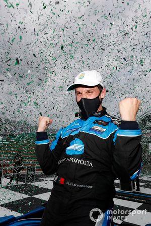 Ganador #10 Wayne Taylor Racing Acura ARX-05 Acura DPi: Filipe Albuquerque celebran