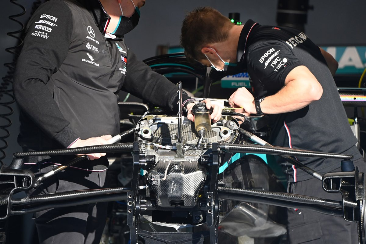 Detalle de la suspensión delantera del Mercedes F1 W11