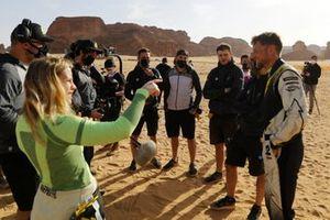 Mikaela Ahlin-Kottulinsky, JBXE Extreme-E Team, and Jenson Button, JBXE Extreme-E Team, talk to the press