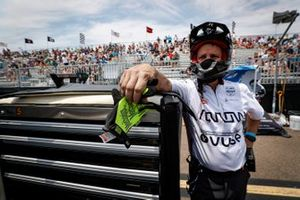 Patricio O'Ward, Arrow McLaren SP Chevrolet, crew, gloves