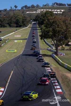 Renn-Action beim Mount Panorama 500 der Supercars-Saison 2021 in Bathurst