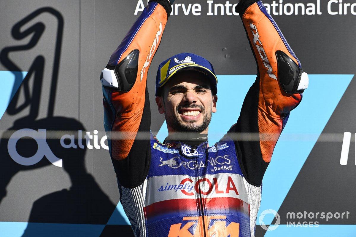 Le vainqueur Miguel Oliveira, Red Bull KTM Tech 3 sur le podium
