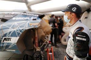 Mattias Ekstrom, ABT CUPRA XE, in the garage