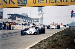 Tim Schenken, Surtees TS9B Ford leads Howden Ganley, BRM P160C