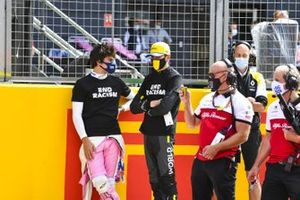Lance Stroll, Racing Point y Esteban Ocon, Renault F1, on the grid