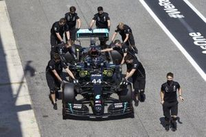 Mechanics assist Lewis Hamilton, Mercedes F1 W11 , in Parc Ferme