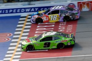 Chase Elliott, Hendrick Motorsports, Chevrolet Camaro Mountain Dew and Kyle Busch, Joe Gibbs Racing, Toyota Camry M&M's Fudge Brownie