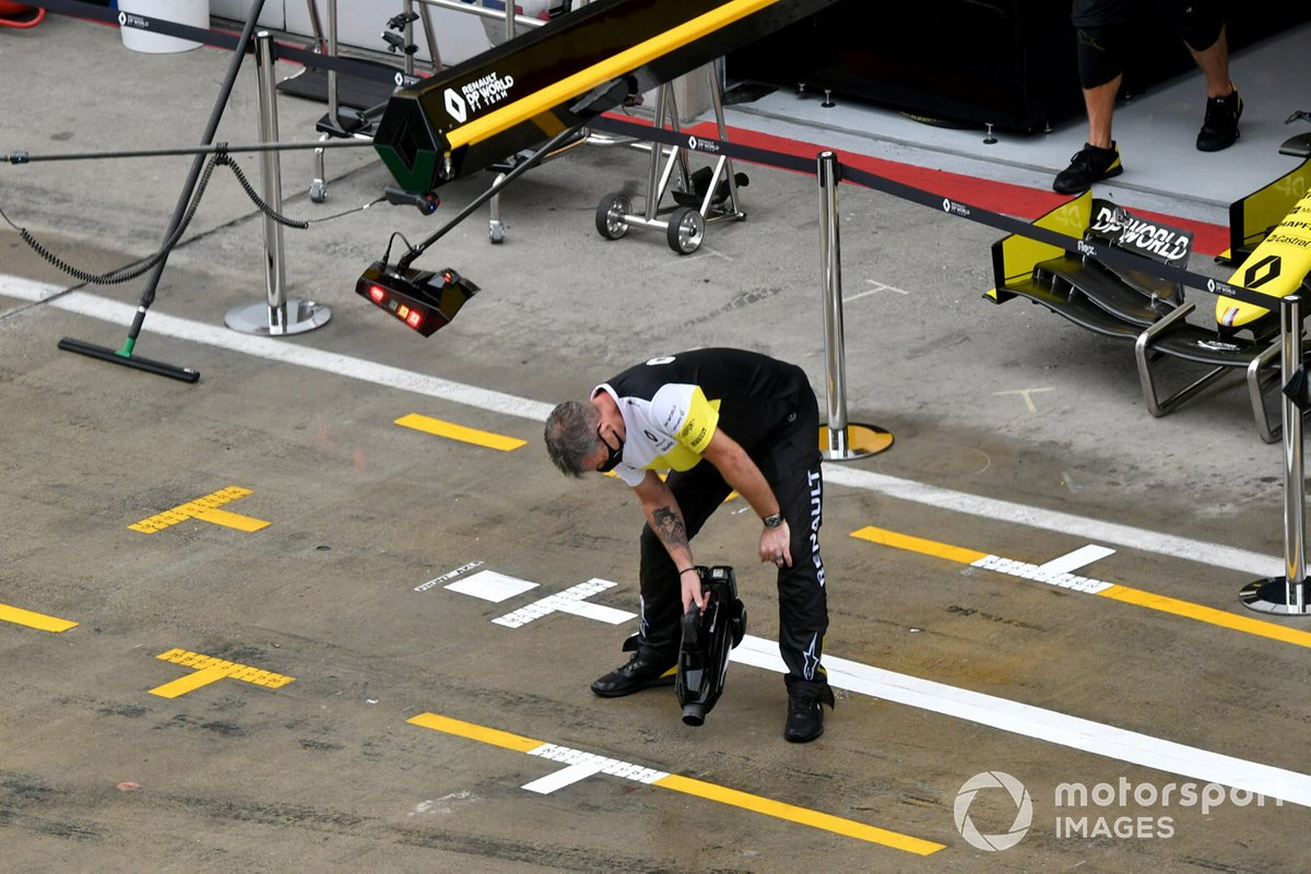 Renault team dry the pit lane