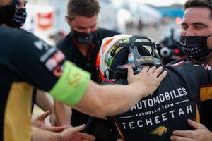 Antonio Félix da Costa, DS Techeetah celebra su victoria en el campeonato con su equipo.