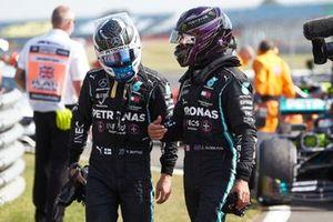 Valtteri Bottas, Mercedes-AMG Petronas F1 and Lewis Hamilton, Mercedes-AMG Petronas F1 in Parc Ferme