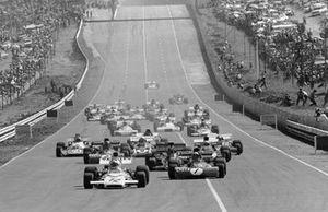 Start zum GP Südafrika 1972 in Kyalami: Denny Hulme, Mclaren M19A, führt