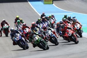 Jonathan Rea, Kawasaki Racing Team leads at the start