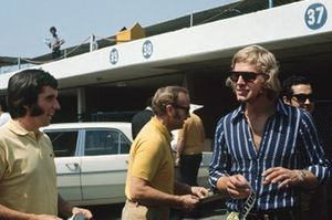Emerson Fittipaldi, Colin Chapman and Reine Wisell in the paddock
