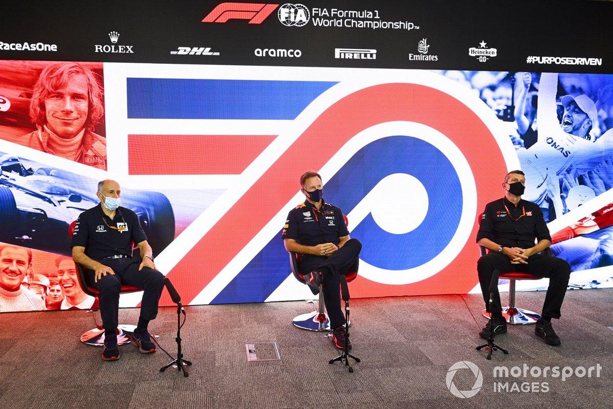 Franz Tost, director del equipo, AlphaTauri, Christian Horner, director del equipo, Red Bull Racing y Guenther Steiner, director del equipo, Haas F1 en la conferencia de prensa
