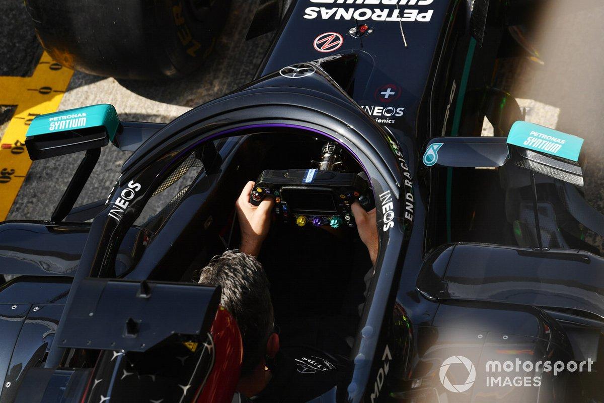 Mercedes practica un pitstop