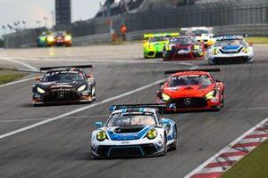 #18 KCMG Porsche 911 GT3 R: Romain Dumas, Richard Lietz, Patrick Pilet, Dennis Olsen
