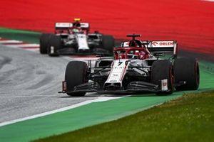 Kimi Raikkonen, Alfa Romeo Racing C39, en Antonio Giovinazzi, Alfa Romeo Racing C39