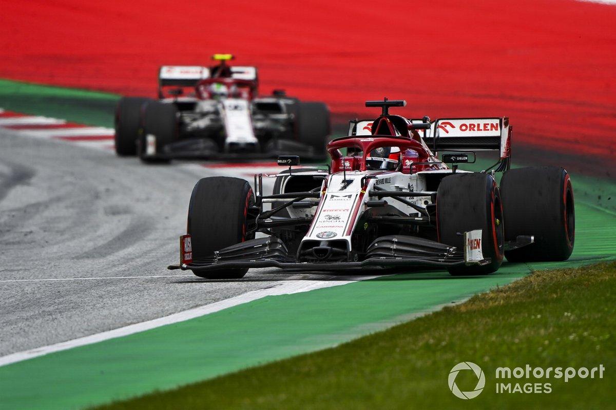 Kimi Raikkonen, Alfa Romeo Racing C39, leads Antonio Giovinazzi, Alfa Romeo Racing C39