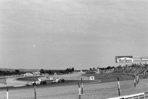 Jean-Pierre Beltoise, Matra MS120B, Chris Amon, Matra MS120B