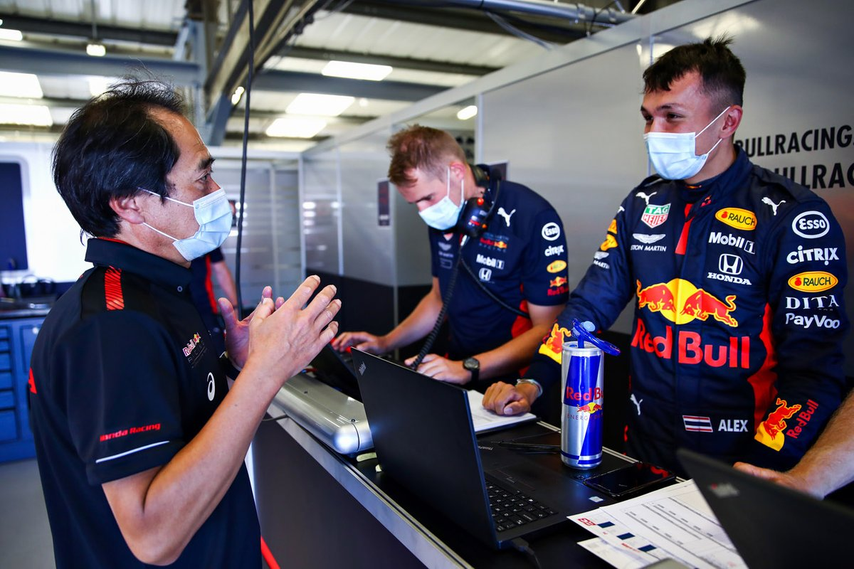 Alex Albon, Red Bull Racing RB16 with Toyoharu Tanabe of Honda