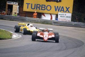 Жиль Вильнёв, Ferrari 126C2 впереди Манфреда Викельхока, ATS D5-Ford