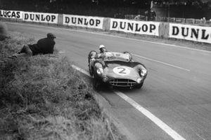 Stirling Moss, Jack Brabham, Aston Martin DBR1, durante la 24 Ore di Le Mans del 1958