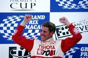 Ganador de la carrera Peter Dumbreck, TOM's Toyota