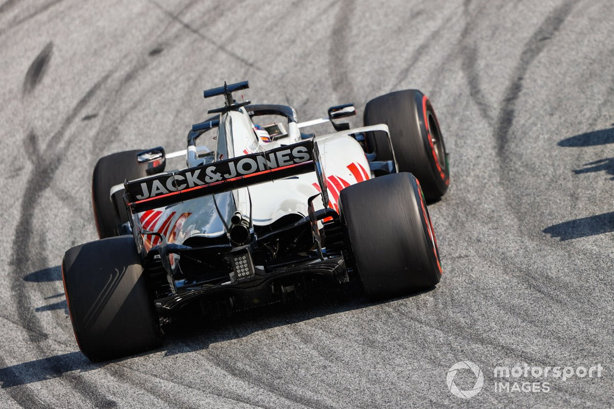 Antonio Giovinazzi, Alfa Romeo Racing C39, Romain Grosjean, Haas VF-20