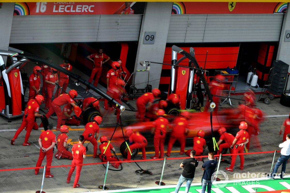 Prove di pitstop per la Ferrari