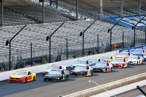 Joey Logano, Team Penske, Ford Mustang Shell Pennzoil, Kurt Busch, Chip Ganassi Racing, Chevrolet Camaro Monster Energy green flag start