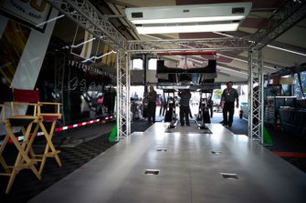 #7 Acura Team Penske Acura DPi, DPi: Helio Castroneves, Ricky Taylor, IMSA tech inspection