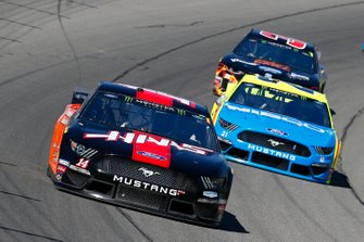 Clint Bowyer, Stewart-Haas Racing, Ford Mustang Haas Automation / ITsavvy and Paul Menard, Wood Brothers Racing, Ford Mustang Menards / NIBCO