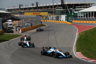 George Russell, Williams Racing FW42, leads Robert Kubica, Williams FW42, and Kimi Raikkonen, Alfa Romeo Racing C38