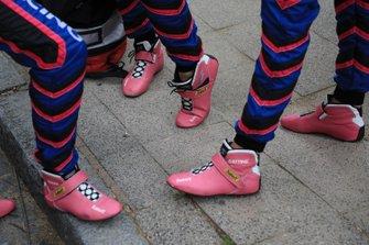 #83 Kessel Racing Ferrari 488 GTE: Manuela Gostner, Rahel Frey, Michelle Gatting shoes