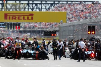 Mechanics clear the grid prior to the start of the formation lap