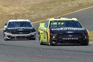 Paul Menard, Wood Brothers Racing, Ford Mustang Menards / Richmond and Aric Almirola, Stewart-Haas Racing, Ford Mustang Smithfield