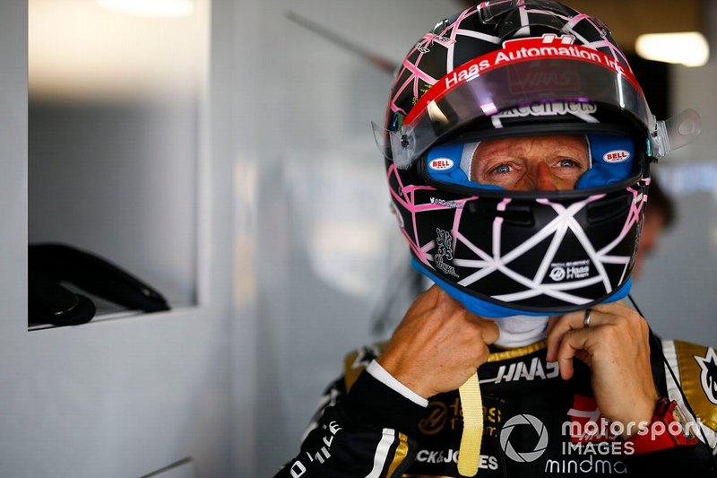 Romain Grosjean, Haas F1, con un diseño especial de casco para su carrera de casa