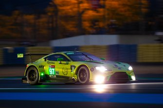 Aston Martin Vantage AMR №97 команды Aston Martin Racing: Алекс Линн, Максим Мартен, Джонатан Адам