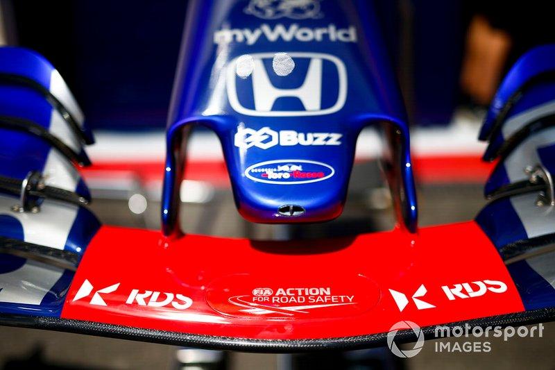 Alerón delantero de Toro Rosso STR14 con nuevo patrocinador RDS