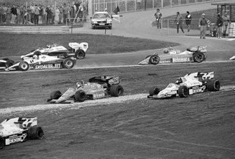 Crash: Piercarlo Ghinzani, Osella FA1F; Jacques Laffite, Williams FW09B