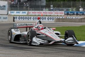 Will Power, Team Penske Chevrolet, with damaged nose