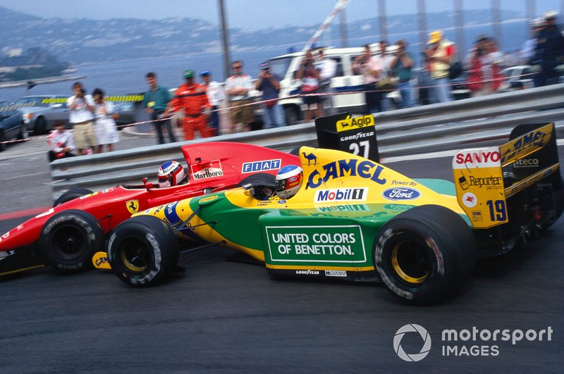 Michael Schumacher, Benetton B192 Ford, choca con Jean Alesi, Ferrari F92A, en la horquilla