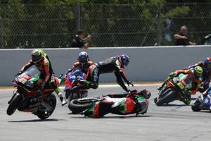 Sturz: Aleix Espargaro, Aprilia Racing Team Gresini, Bradley Smith, Aprilia Racing Team Gresini