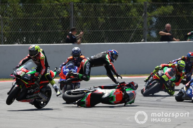 Bradley Smith, Aprilia Racing Team Gresini choca con Aleix Espargaro, Aprilia Racing Team Gresini